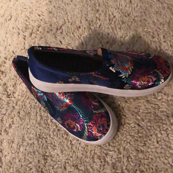 Shoes - Embroidered tenis-shoes blue navy 8.5